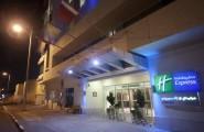 Holiday-Inn-Express-Jumeirah-exteriér-2-dubaj.nadosah.sk