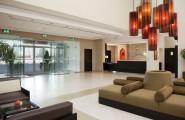 Holiday-Inn-Express-Jumeirah-lobby-dubaj.nadosah.sk